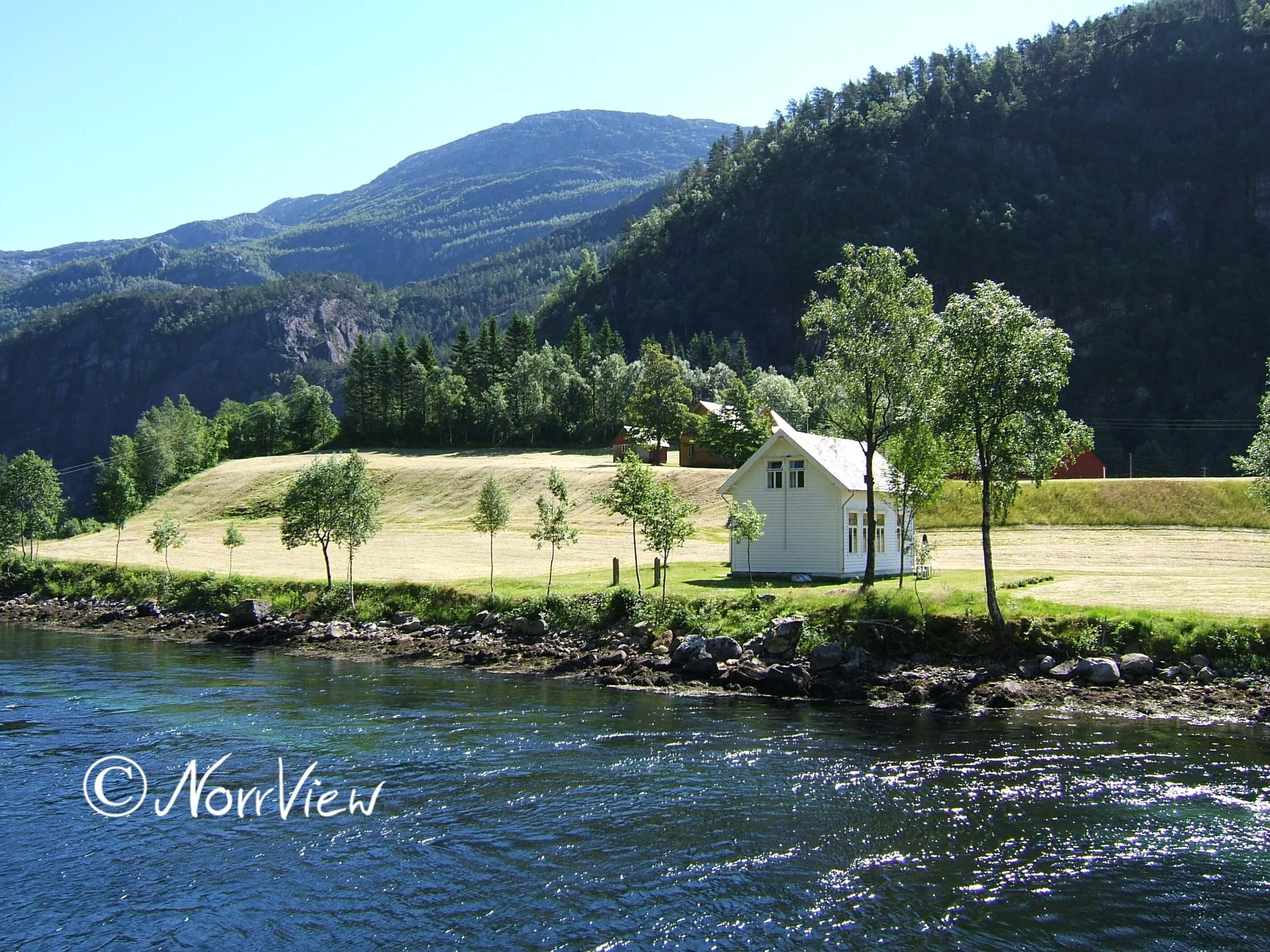 Haus an einem Fjord in Norwegen